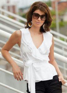 blusa transpassada em tricoline branca 53711 301 2 217x300 - Dossiê da moda – Peças que disfarçam quem não tem cintura