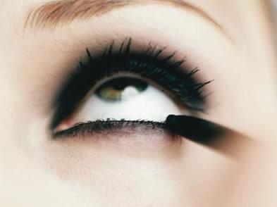 maquiar para festa - Como delinear os olhos: 2 - Lápis preto para olhos
