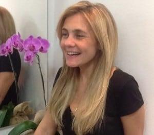 ADRIANA ESTEVES 300x263 - As mudanças no cabelo de Adriana Esteves