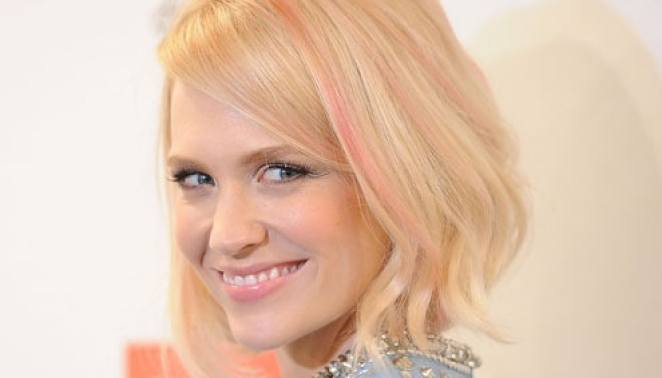 january jones 01 - Elas Usam:  Mechas e Pontas Coloridas Em Degradê