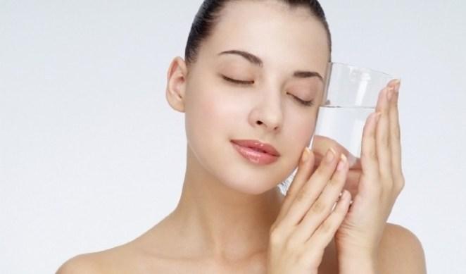 Saude mulher agua unbh729112521 - Os Ácidos Envelhecem a Pele?