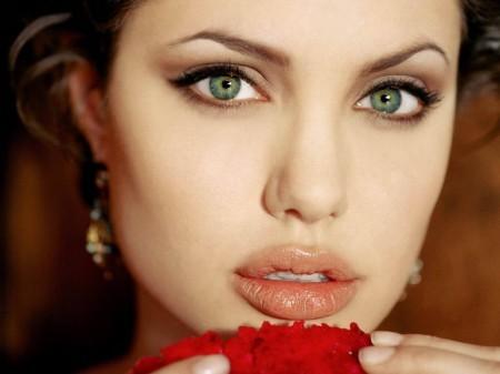 angelina - Lábio carnudo igual ao da Angelina Jolie. Como fazer?