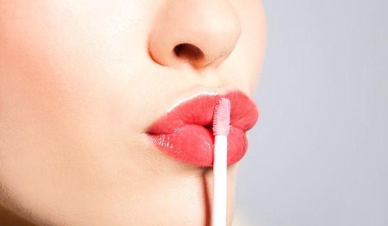 gloss inibidor de apetite 555x324 img principal - Truques básicos para deixar a maquiagem como desejamos