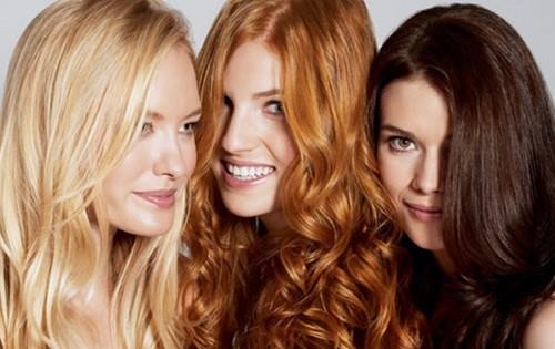 Mulheres de cabelos com cores diferentes - Você sabe definir que tipo de cabelo é o seu?