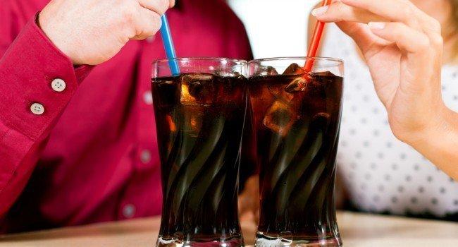 calcio refrigerante mulher 650x350 - Alimentos Que Interferem na Absorção do Cálcio!