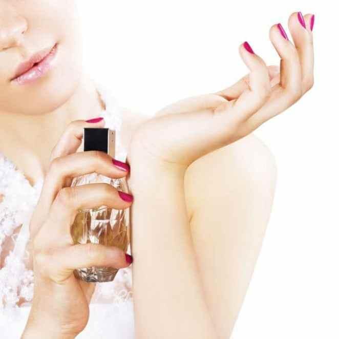 f 59115 - Aprenda a fazer o perfume durar mais