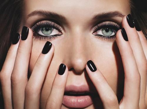 esmalte preto 1 - O que você PODE deixar de fazer em relação à beleza?