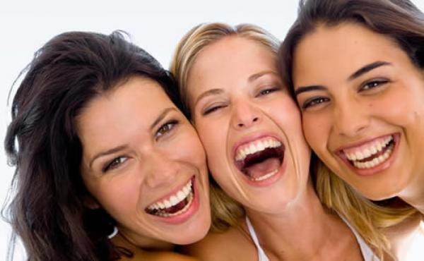 gargalhar com os amigos tem mesmo beneficio quimico dos exercicios1353092185 - 7 Motivos Pelos Quais Você Precisa Sorrir Mais!