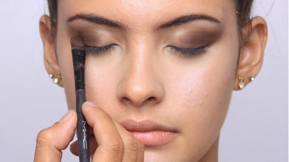 IMG 0915 marrom reduzida - Maquiagem para os olhos: aprenda a fazer!