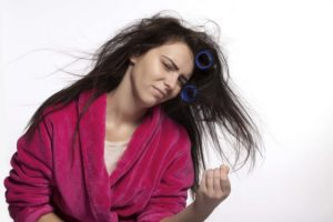 iStock 000039238264 Large 300x200 - Seis máscaras de tratamento para recuperar os seus cabelos