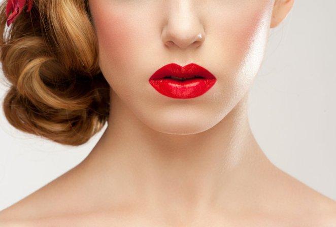 iStock 000024673756 Small - Moda anos 90: nos cabelos e no rosto