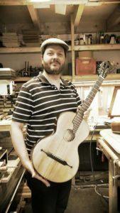 Met Karagantcheff gitaar