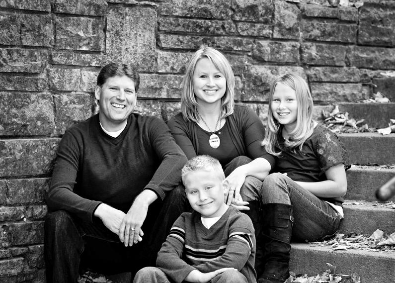 Family Portraits - Minnehaha Falls Park Minneapolis MN