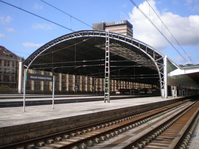 La marquesina de la Estación del Norte o de Abando de Bilbao en 2008 (Fotografía: Wikimedia Commons - JT Curses - CC BY-SA 4.0)