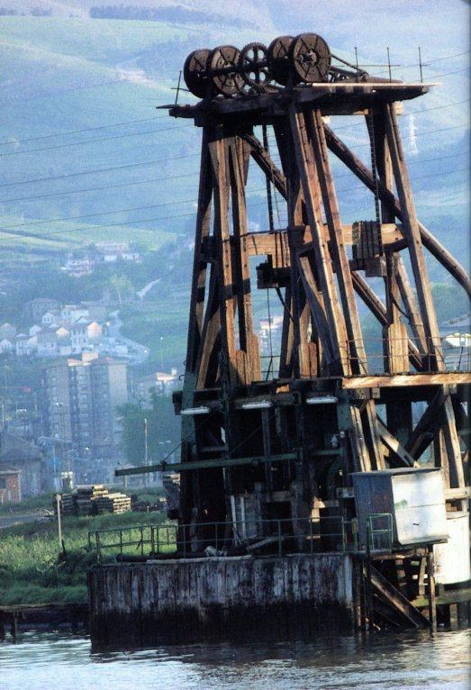 Cargadero de mineral de la Orconera Iron Ore en Barakaldo, Bizkaia (Fotografía: Santiago Yaniz Aramendia).