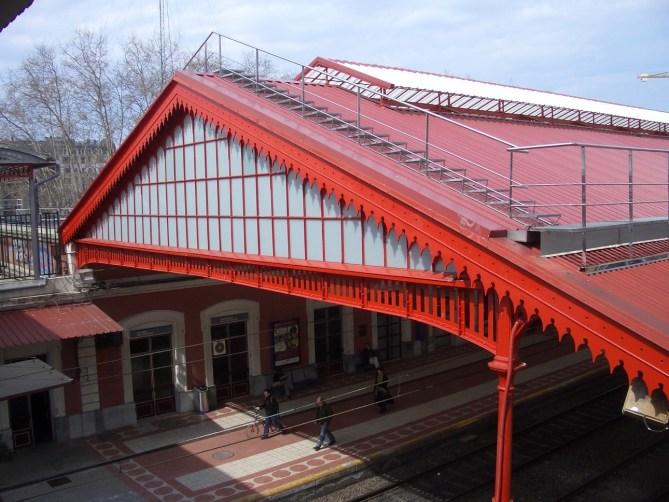 Marquesina o cubierta de andenes, de la Estación del Norte de Donostia-San Sebastián, en 2007 (Foto Joaquín Cárcamo)