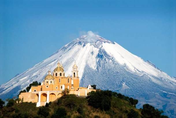Monasterios del siglo XVI en las faldas del Popocatépetl