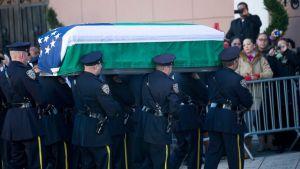 GTY_cop_funeral_jef_141226_16x9_992