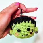 Llavero de Frankenstein a crochet
