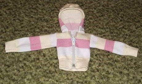 chaqueta para muñeco hecha con calcetin