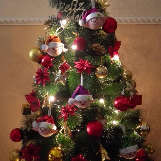 arbol de navidad con elfos