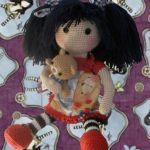 Patrón muñeca amigurumi Gorjuss con osito