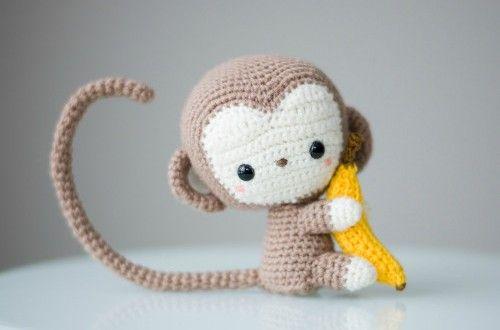 Mono con plátano en amigurumi - Patrones gratis