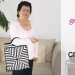 Bolso blanco y negro con diseño geométrico tejido a crochet