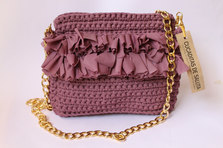 476e6c669 Bolso de mano tejido con trapillo en la técnica crochet, tutorial completo  con el paso a paso. Un bolso precioso ideal para regalar, que puedes tejer  en muy ...