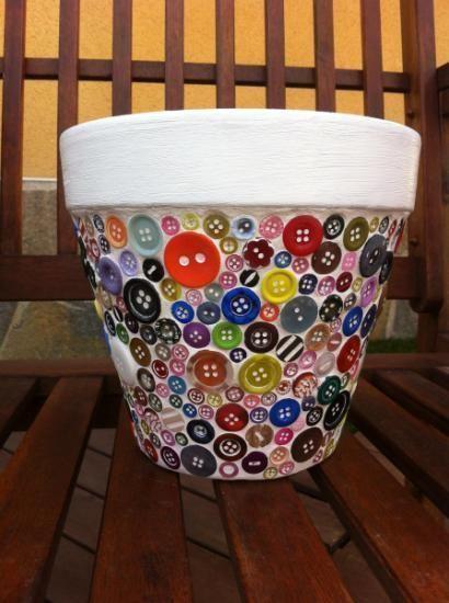 decorar-macetas-con-botones