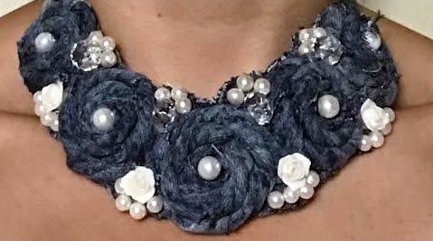 DIY Collar de rosas con jeans reciclado