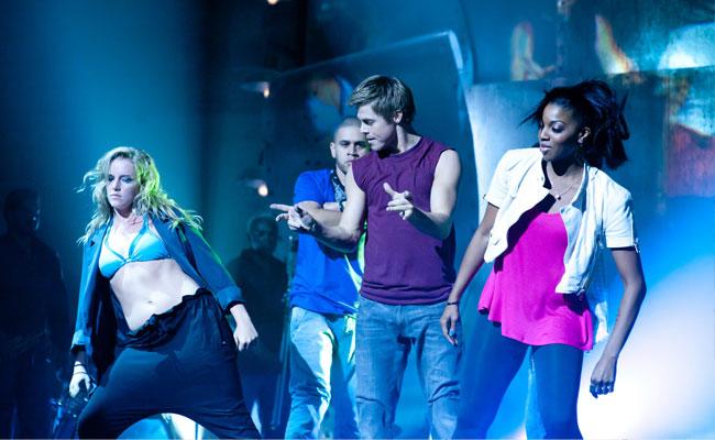 'Make Your Move 3D' ขนทัพศิลปินร่วมทำเพลงสุดฮิป 'Let Me In'