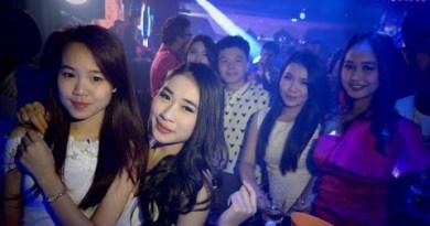Pattaya Thailand Prostitutes Walking Street Sex Tourism Night Life! TURN ON[ENG SUB] IC#2