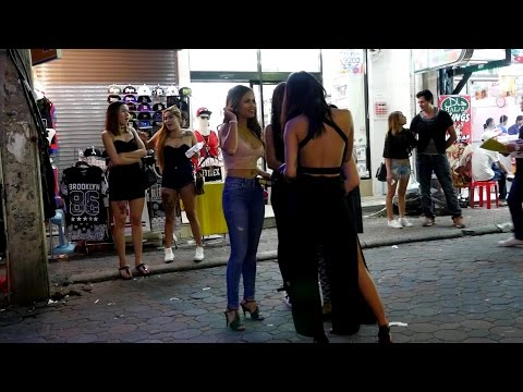 Pattaya Hot Ladies Walking Avenue Unhurried Evening Stroll , Thailand