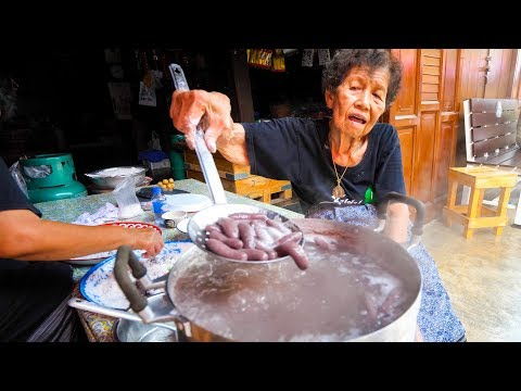 Thai Boulevard Food – GRANDMA'S CRAZY SNACK in Chanthaburi, Thailand!