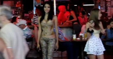 Strolling Toll road Ladies. Nightlife in Pattaya. Thailand