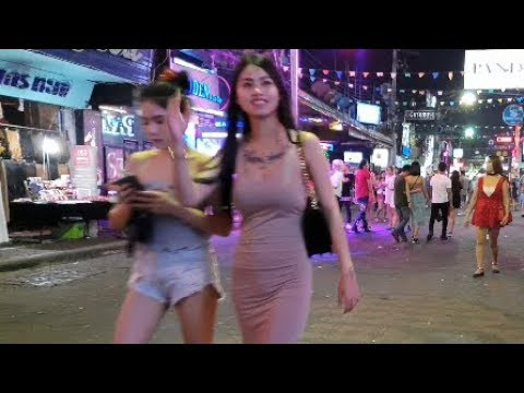 pattaya strolling avenue wednesday evening life