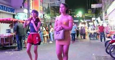 Other folks on Strolling Avenue Pattaya