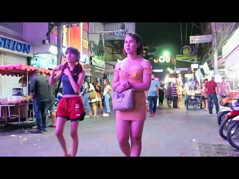 Other folks on Strolling Avenue Pattaya