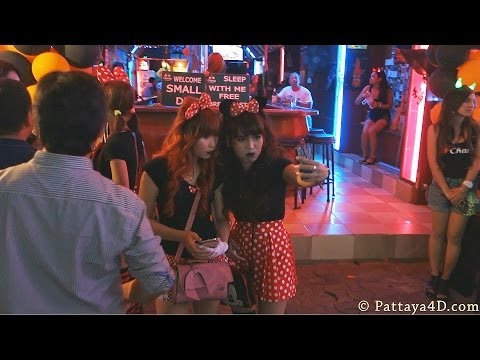 Halloween 2013 Pattaya Strolling Boulevard lots Nightlife Girls Freelancer & Ladyboys