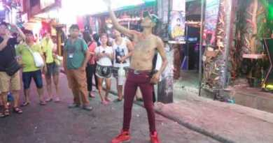 Unbelievable Magician in Thailand Strolling Avenue | Vacation Vacation | Pattaya Tourism