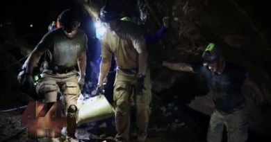 Divers present unprecedented within the aid of-the-scenes cramped print of Thailand cave rescue | Four Corners