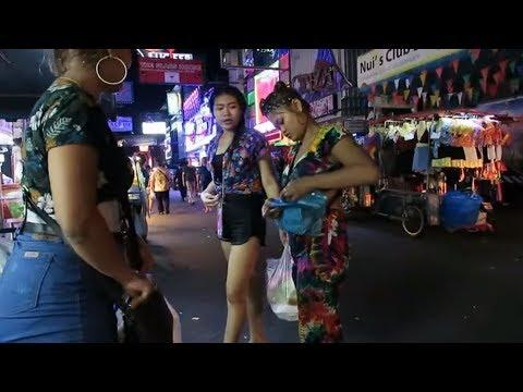Pattaya Walking Avenue Slack at Night time