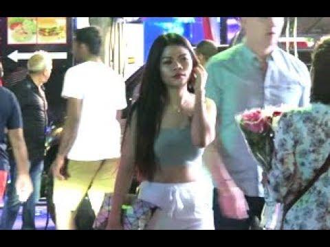 Freelance Ladyboy – Strolling Avenue Pattaya – Thailand