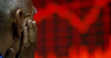 Hong Kong shares fall as US-China commerce fears mount – Aljazeera.com