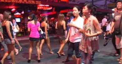 Pattaya Walking Avenue crawl-crawl ladies clubs bars hot babes