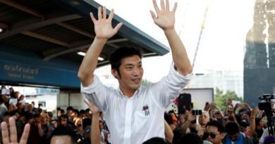 Hundreds of Thanathorn backers rally in opposition to Thai establishment