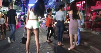 Pattaya Evening Lifestyles Freelancers Strolling Avenue
