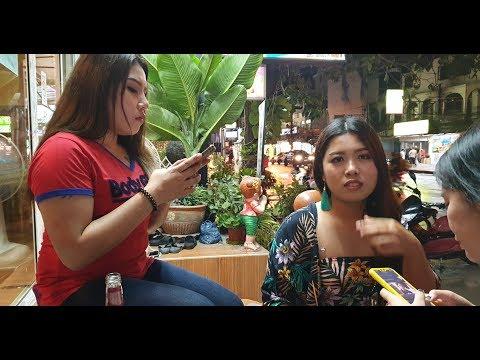 foot rubdown girls in Pattaya, having relaxing and drinks with rubdown girls, Thailand