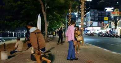 Pattaya Beach Avenue Saturday Night Oct 10.2017 [4K]
